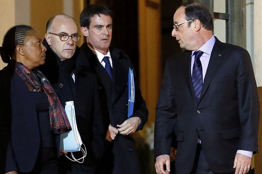 French President Francois Hollande (right) bids farewell to (from left) Justice Minister Christiane Taubira, Interior Minister Bernard Cazeneuve and French Prime Minister Manuel Valls after holding a crisis meeting, on Jan 9, 2015 at the Elysee Palac