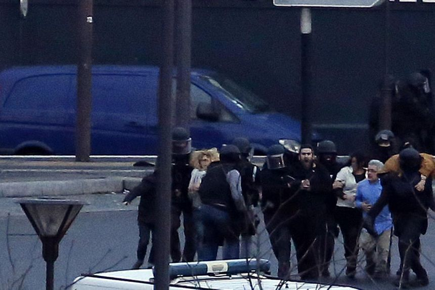 Members of the French police special forces launch the assault and evacuate the hostages at a kosher grocery store in Porte de Vincennes, eastern Paris, on Jan 9, 2015. -- PHOTO: AFP