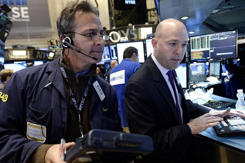 Traders working on the floor of the New York Stock Exchange on Jan 8, 2015. The Dow swung more than 100 points all five days this week in a volatile week that ended modestly lower. -- PHOTO: EPA