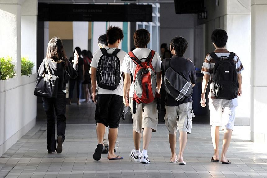 Students on campus at Nanyang Polytechnic. -- ST PHOTO: STEPHANIE YEOW
