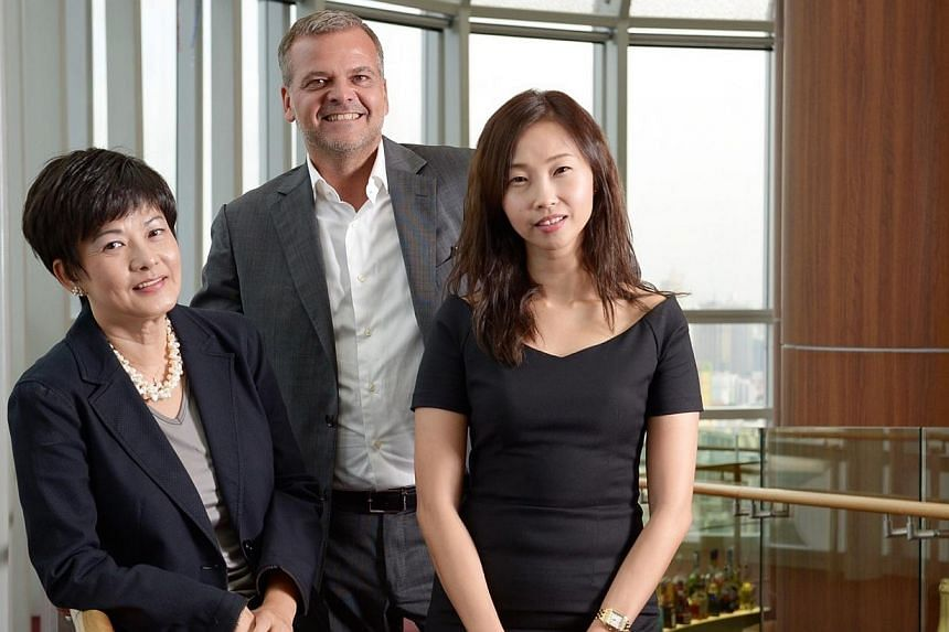 (From left) Linda Teo, MD of Carrie Academy International, Jan Rafael Moller, VP of sales at Global Blue Asia Pacific andWendy Ng, Reebonz Member Relations Manager, at the newly-launched luxury service class on Jan 12, 2015.-- ST PHOTO:&n