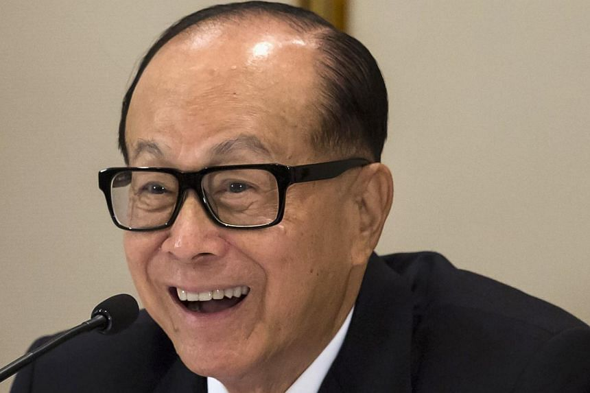 Hong Kong tycoon Li Ka Shing reacts during a news conference in Hong Kong on Jan 9, 2015. Shares of Cheung Kong Holdings and Hutchison Whampoa surged on Monday after Asia's richest man Li Ka Shing announced a restructuring of his business empire, a m
