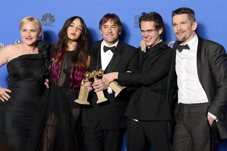 US director Richard Linklater (centre) poses with the cast of 'Boyhood' in the press room after winning Best Motion Picture - Drama at the 72nd Annual Golden Globe Awards at the Beverly Hilton Hotel, in Beverly Hills, California, USA, on Jan 2015. --