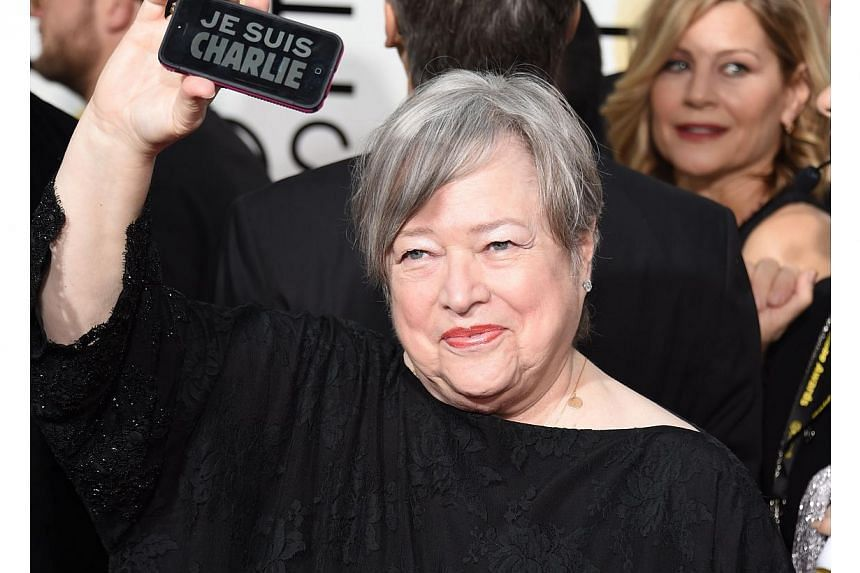 """Actress Kathy Bates showing """"Je suis Charlie"""" on her phone on the red carpet for the 72nd Annual Golden Globe Awards on Jan 11, 2015, in Beverly Hills, California. -- PHOTO: AFP"""