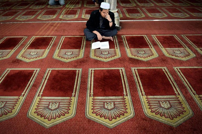 """An Egyptian reading from the Quran in a Cairo mosque. """"In Islam,"""" says scholar Maulana Wahiduddin Khan, """"blasphemy is a subject of intellectual discussion rather than a subject of physical punishment."""""""