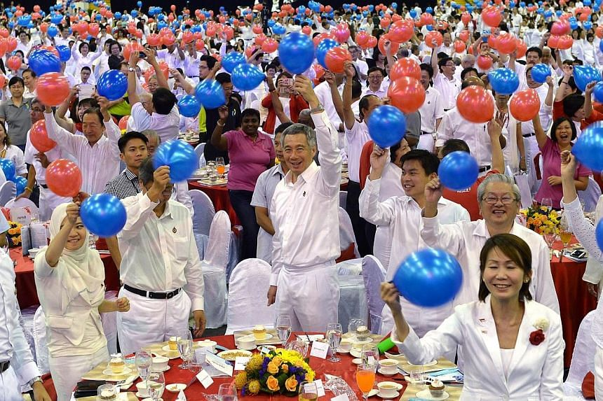 Prime Minister Lee Hsien Loong (front row, centre) at a dinner and awards ceremony to mark the People's Action Party's (PAP) 60th anniversary held at Expo Hall 7 on Nov 22, 2014. -- ST PHOTO: NG SOR LUAN