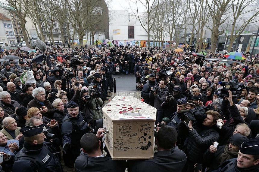 Pallbearers carry the coffin of late satirical French magazine Charlie Hebdo cartoonist Bernard Verlhac, known as Tignous, after a tribute at the Montreuil town hall, near Paris, Jan 15, 2015. -- PHOTO: REUTERS
