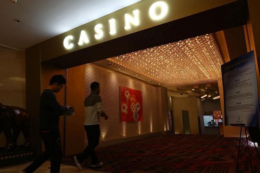 Chinese tourists enter Paradise Casino inside the Jeju Grand Hotel in Jeju, South Korea, on March 16, 2014.South Korea said on Sunday, Jan 18, 2015, that it will approve two more casino resorts and the building of around 5,000 new hotel rooms t