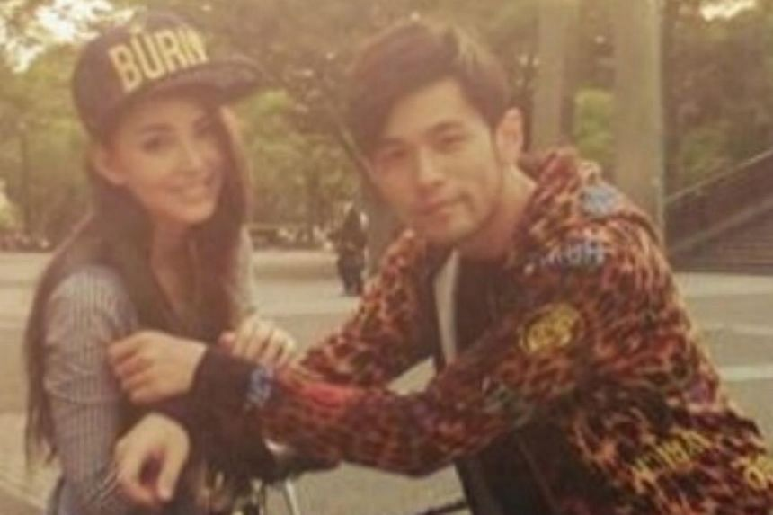 Singer Jay Chou and his girlfriend, model Hannah Quinlivan, made an official online debut as a couple as he shared photos of them ahead of their wedding.-- PHOTO:WEIBO.COM/MRJ168