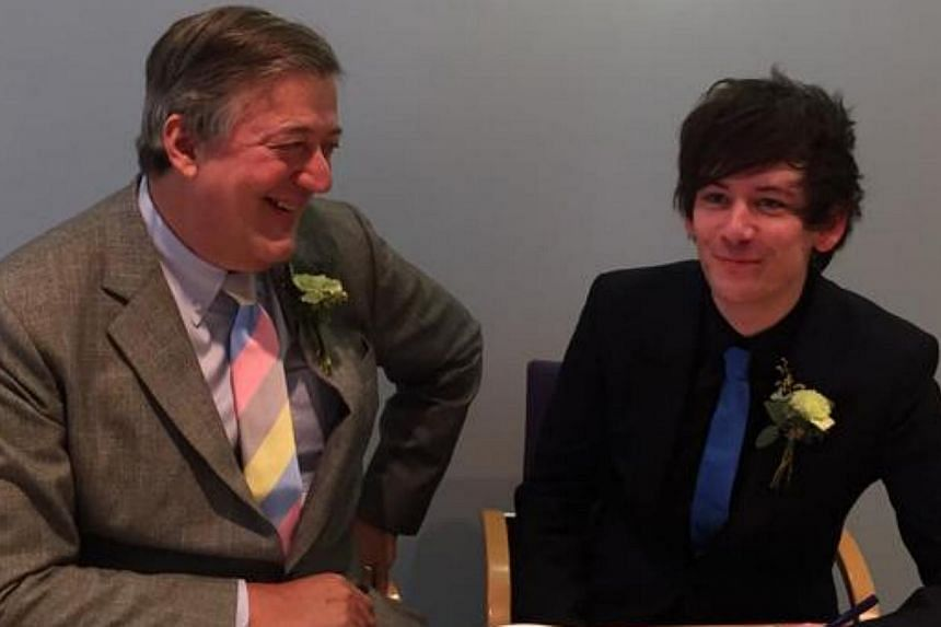 British actor Stephen Fry (left) and boyfriend Elliot Spencer were wed at a register office in Britain. -- PHOTO: TWITTER