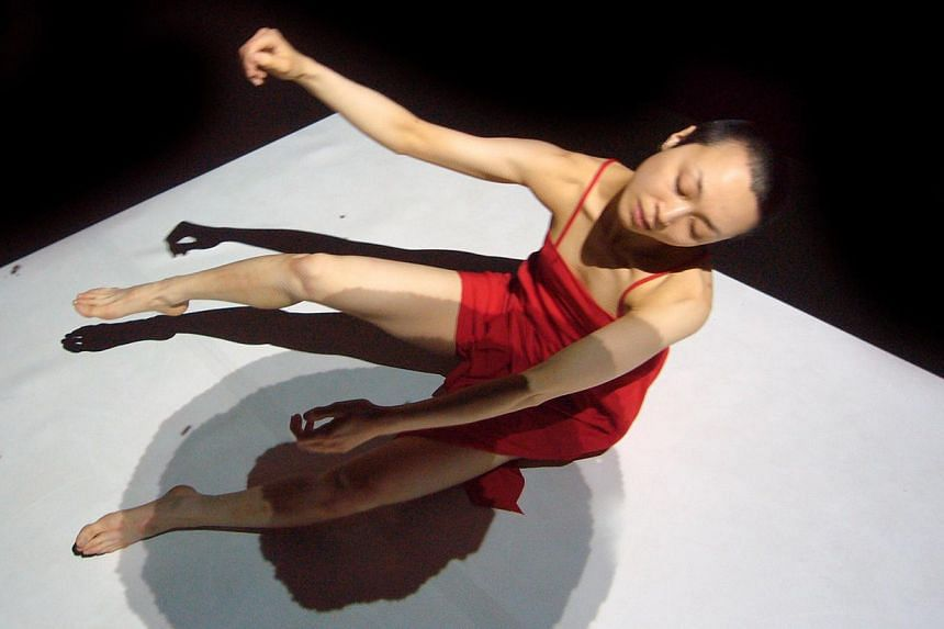 Loss-Layers, by France-based collective A.lter S.essio, features solo performer Yum Keiko Takayama dancing with projections illustrated by Matthieu Levet and Cecile Attagnant. -- PHOTO:FABRICE PLANQUETTE
