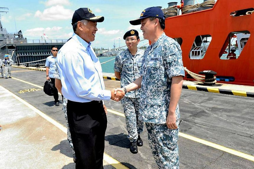 Defence Minister Ng Eng Hen welcoming Senior Lieutenant Colonel Chow Khim Chong, the commander of the task group for underwater search operations.-- PHOTO: NG ENG HEN/FACEBOOK