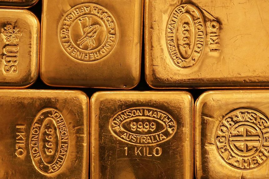 Gold exceeded US$1,300 an ounce for the first time since August as stagnating world economies increased demand for the metal as a haven. -- PHOTO:BLOOMBERG