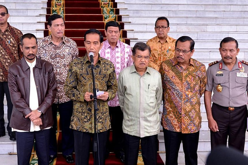 Indonesian President Joko Widodo (front, second left) delivers his statement to journalists following a meeting at the presidential palace in Bogor on Jan 23, 2015. -- PHOTO: AFP