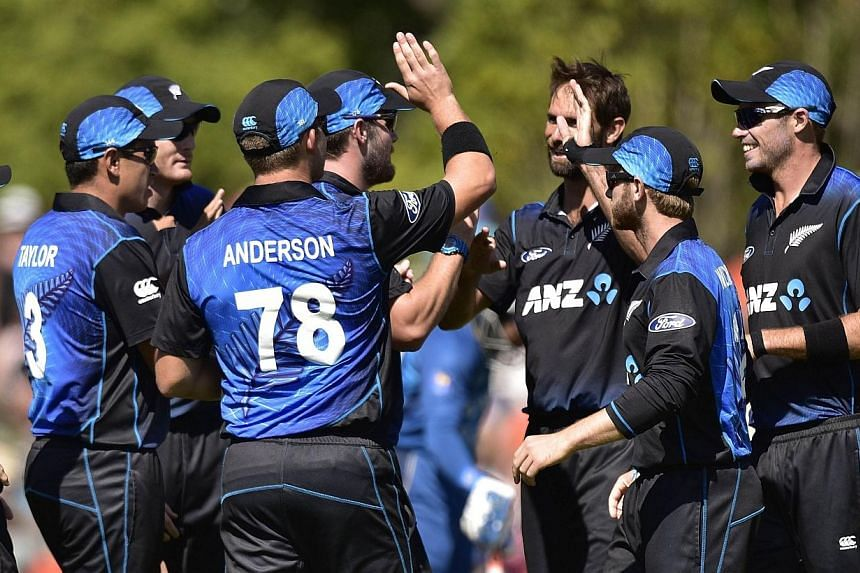 New Zealand celebrate Sri Lanka's Lahiru Thirimanne being caught out during the fifth one-day International cricket match between New Zealand and Sri Lanka in Dunedin at University Oval on Jan 23, 2015. -- PHOTO AFP