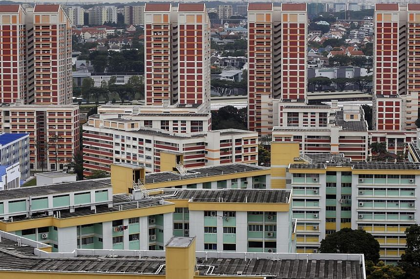 The HDB Resale Price Index (RPI) fell by 1.5 per cent in the fourth quarter of 2014, contributing to an overall decline of 6 per cent in RPI in the whole of 2014. -- PHOTO: ST FILE