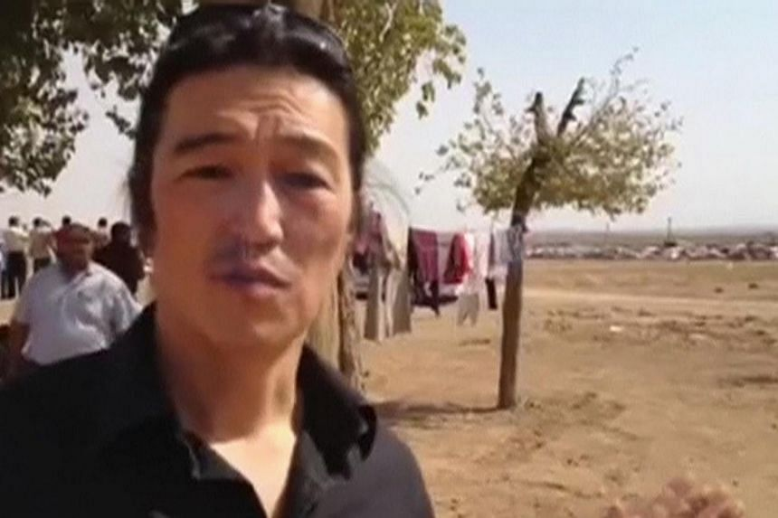 A screen grab taken from the website www.reportr.coshowing Japanese journalist Kenji Goto reporting in Kobani, Syria, in October 2014. -- PHOTO: REUTERS