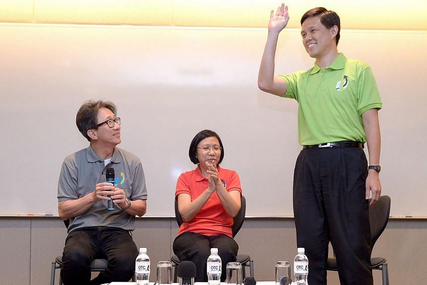 Minister Chan Chun Sing (right), with National Trades Union Congress (NTUC) Secretary-General Lim Swee Say (left) and NTUC President Diana Chia, greets Union leaders at NTUC Centre, on Jan 23, 2015. -- ST PHOTO: LIM SIN THAI