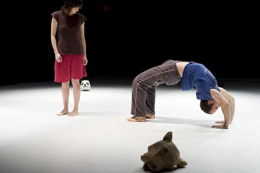 In Grand Singe, so little was done, yet so much was gained. Performed at the Esplanade Theatre Studio from January 22 to 23, virtuosity was not displayed through complicated physical technique but through the performative confidence the performers ex