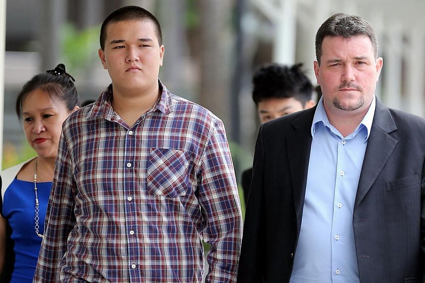 David William Graaskov (centre) with his parents at the courts on Dec 24, 2014. -- PHOTO: ST FILE