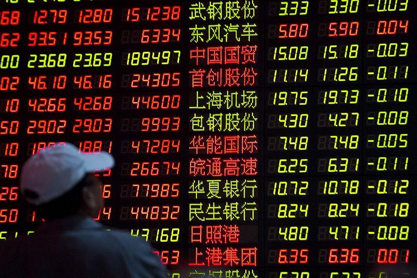 Asian stocks fell as the yen climbed to the highest since September 2013 against the euro on projections a political party committed to renegotiating Greece's debt will win enough votes to put it close to holding a majority. -- PHOTO: REUTERS