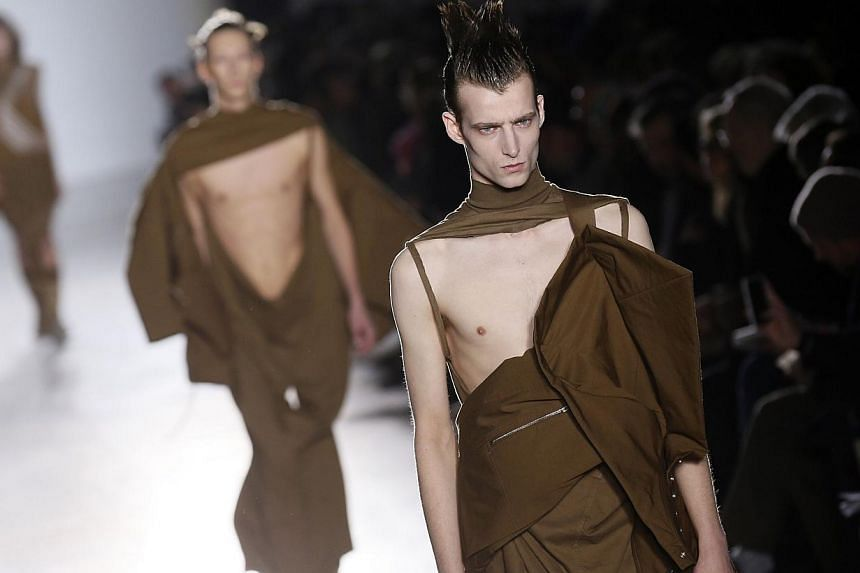 A model presents a creation by US fashion designer Rick Owens during the men's Fall/Winter 2015 ready-to-wear collection fashion show in Paris that ended Sunday. -- PHOTO: AFP