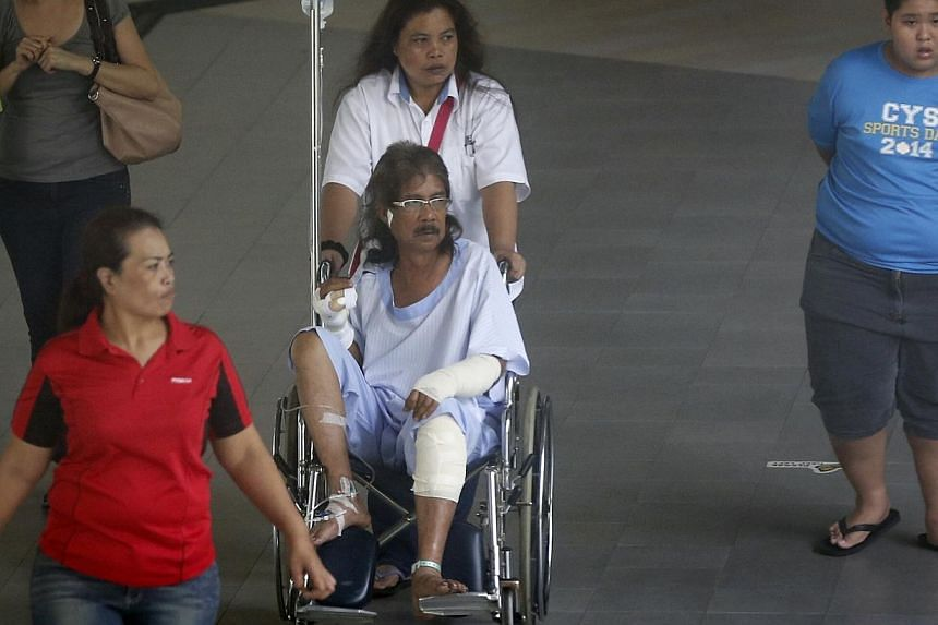 Mr Abdul Majid Maarof, the 62-year-old victim of the Marsiling Road attack, with his sisters-in-law Nora (in white) and Lisa (left), and grandson Syafiq (right), at Khoo Teck Puat Hospital on Jan 27, 2015. -- ST PHOTO: KEVIN LIM