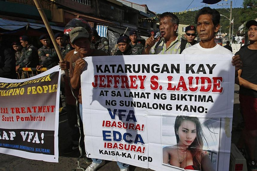 Demonstrators protest against US Marine Joseph Pemberton outside a court in Olongapo city, north-west of Manila on Dec 19, 2014. -- PHOTO: REUTERS