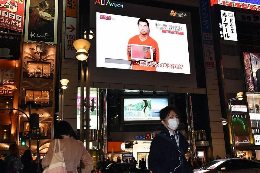 A TV screen in Tokyo shows news reports about Japanese hostage Kenji Goto who has been kidnapped by the Islamic State in Iraq and Syria (ISIS),on Jan 27, 2015.Tokyo knew for months that ISIS militants were holding Goto and fellow Japanese