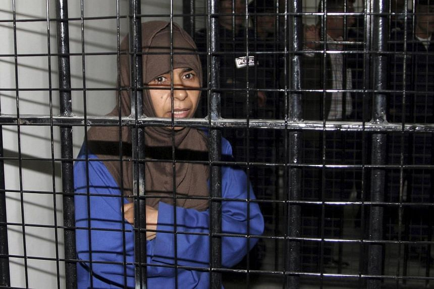 Iraqi Sajida al-Rishawi stands inside a military court at Juwaida prison in Amman in this April 24, 2006 file photo.The Islamic State in Iraq and Syria (ISIS) group's demand that a militant on Jordan's death row be exchanged for a Japanese host