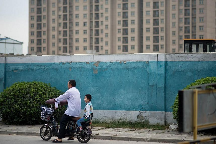 An unexpectedly small percentage of couples in Shanghai have sought permission for a second child despite the relaxation of China's one-child policy. -- PHOTO: AFP