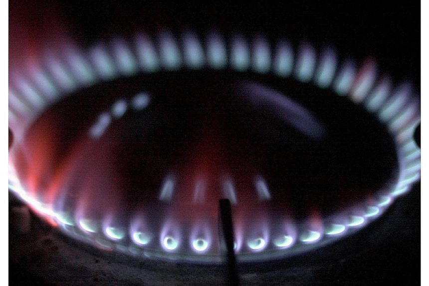 Gas tariffs for households will come down by 1.81 cents per kilowatt hour (kWh) from Feb 1 to April 30, due to lower fuel prices, said City Gas Pte Ltd. -- PHOTO: ST FILE