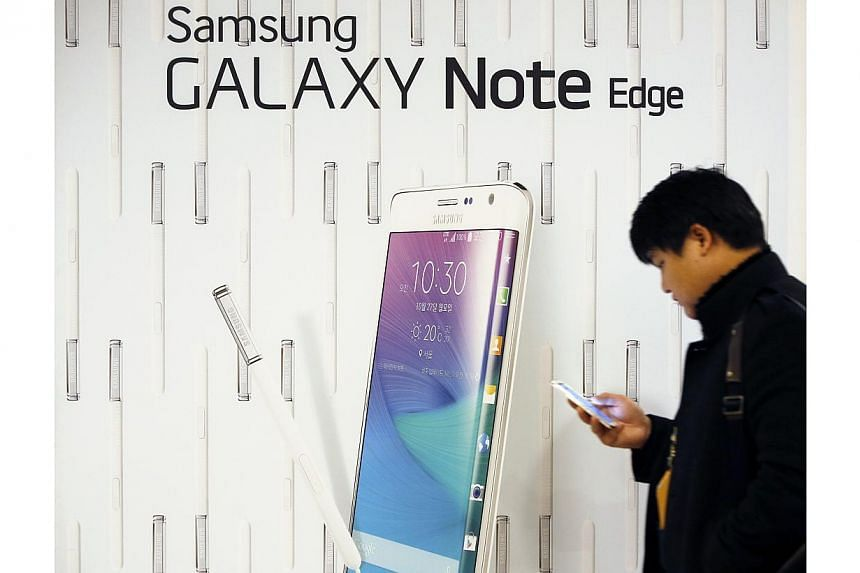 South Korean tech giant Samsung reported a net profit of 5.3 trillion won (S$6.49 billion) for the October-December period, compared to 7.3 trillion won a year ago. -- PHOTO: REUTERS