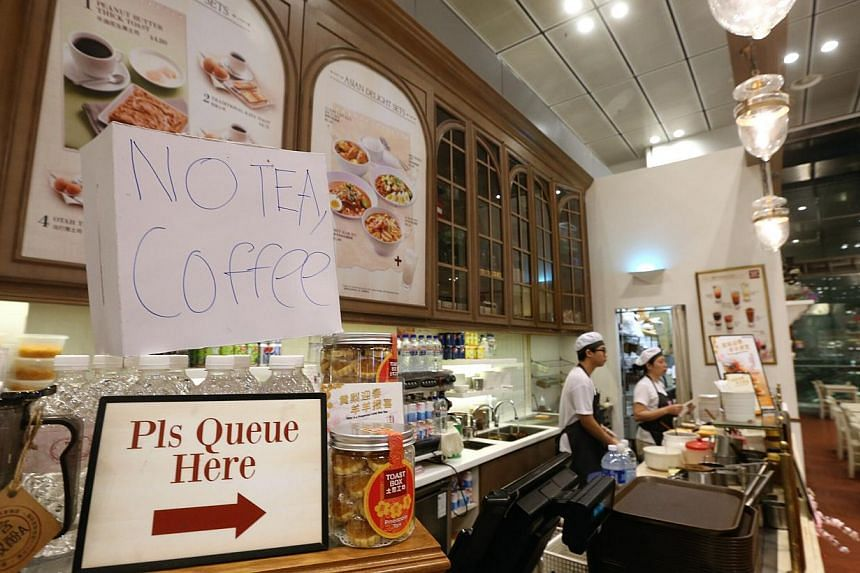 """A sign reading """"No Tea, Coffee"""" at a cafe in Terminal 3. Staff there said they were serving only toast, but the airport had provided bottled water for patrons. -- PHOTO: LIANHE ZAOBAO"""