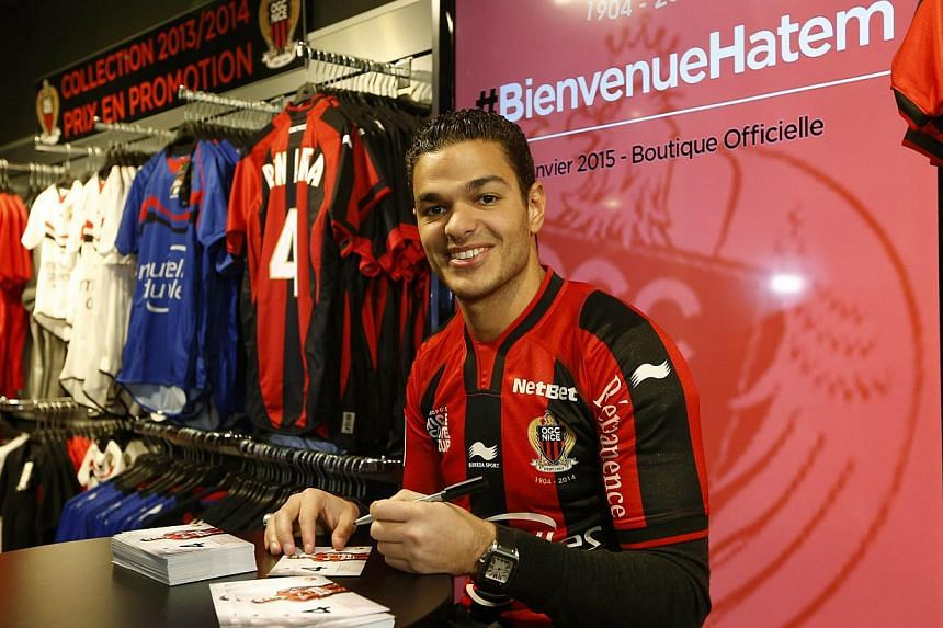 Nice's French midfielder Hatem Ben Arfa signs autographs in Nice on Jan 5, 2015. -- PHOTO: AFP