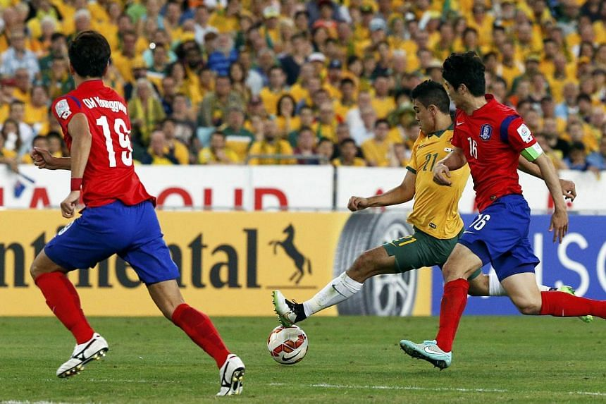 Australia's Massimo Luongo (centre) shoots to score a goal against South Korea during their Asian Cup final football match at the Stadium Australia in Sydney Jan 31, 2015.-- PHOTO: REUTERS