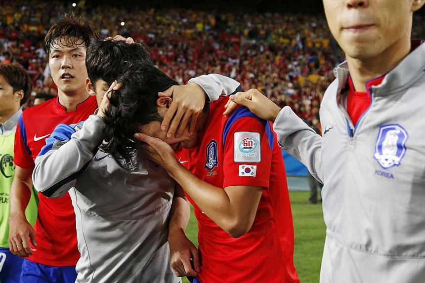 South Korea's Son Heung-min (centre) is consoled by team mates after their Asian Cup final soccer loss to Australia at the Stadium Australia in Sydney Jan 31, 2015. -- PHOTO: REUTERS