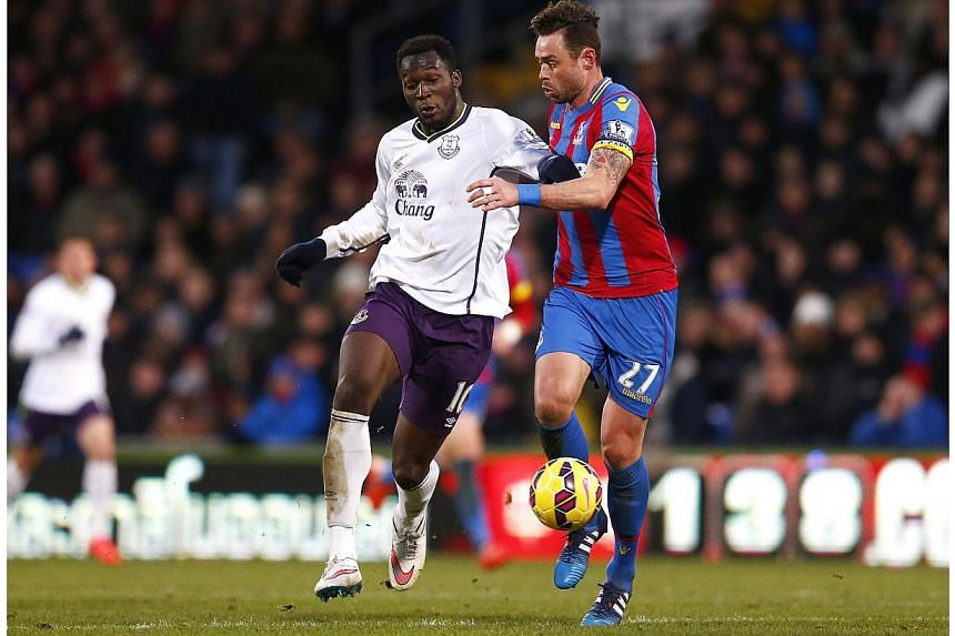 Romelu Lukaku (left) of Everton is challenged by Damien Delaney of Crystal Palace during their English Premier League soccer match at Selhurst Park, London Jan 31, 2015. -- PHOTO: REUTERS