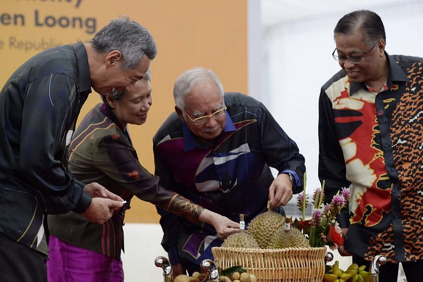 Malaysia's Agriculture and Agro-based Industries Minister Ismail Sabri Yaakob (right) reportedly posted comments on Facebook calling on Malays to boycott Chinese businesses. -- PHOTO: ST FILE