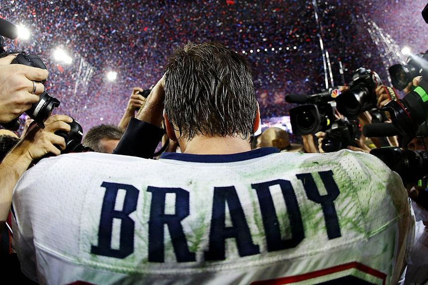 Quarterback Tom Brady of the New England Patriots is surrounded by the media after defeating the Seattle Seahawks 28-24 during Super Bowl XLIX at University of Phoenix Stadium on Feb 1, 2015 in Glendale, Arizona. -- PHOTO: AFP