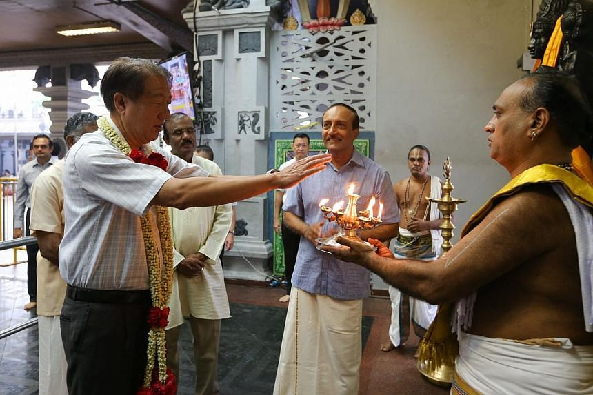Deputy Prime Minister and Minister for Home AffairsTeo Chee Hean visiting Sri Srinivasa Perumal Temple and Sri Thendayuthapani Temple during Thaipusam.-- ST PHOTO: ONG WEE JIN