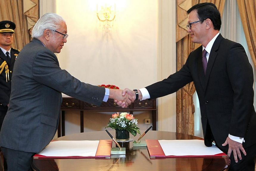 Mr Chua Lee Ming (right) with President Tony Tan Keng Yam at the appointment ceremony at the Istana. -- PHOTO: MINISTRY OF COMMUNICATION AND INFORMATION