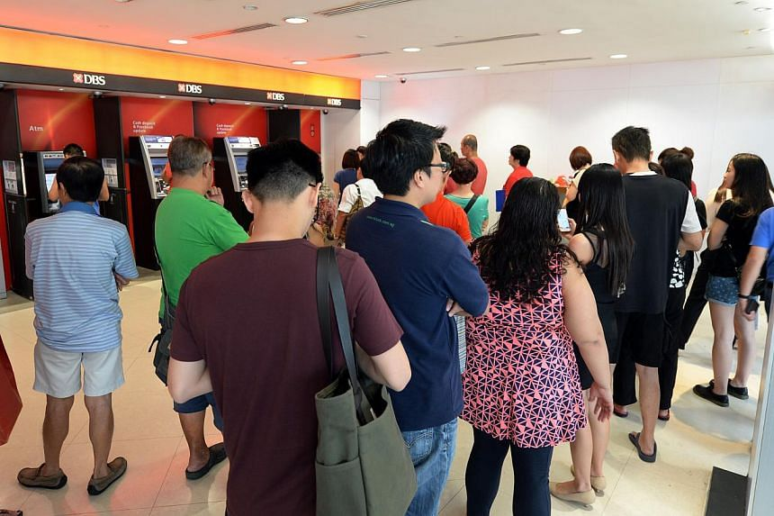 People queuing up at Toa Payoh Hub's DBS ATM machines to deposit money on Feb 4, 2015. -- ST PHOTO: AZIZ HUSSIN