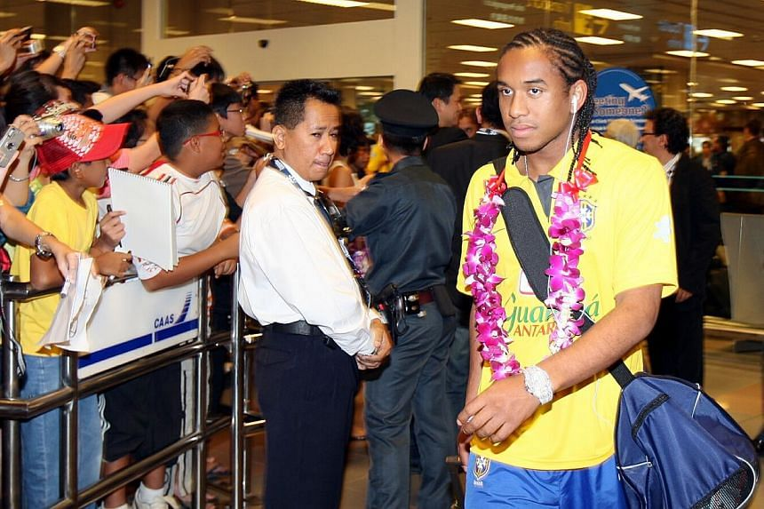 Anderson (right) arriving at Changi Aiport together with the other Brazil's Olympic team. [In preparation for the BeijingOlympics in 2008. -- PHOTO:ZAINAL YAHYA