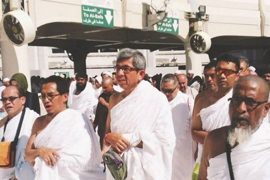 Singapore's Minster-in-Charge of Muslim Affairs Dr Yaacob Ibrahim (centre) performing the umrah (minor pilgrimage) at the Holy Mosque in Mecca, Saudi Arabia, on Feb 4, 2015. -- PHOTO: MUIS