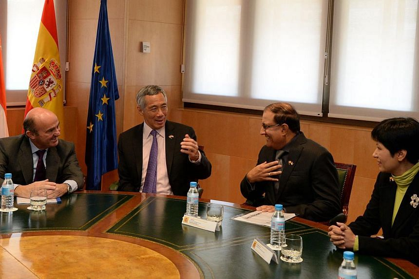 PM Lee Hsien Loong (second from left) meeting Spain''s Minister of Economy and Competitiveness, Luis de Guindos Jurado (extreme left) together withSecond Minister for Trade and Industry S Iswaran and Senior Minister of State for Law and Senior