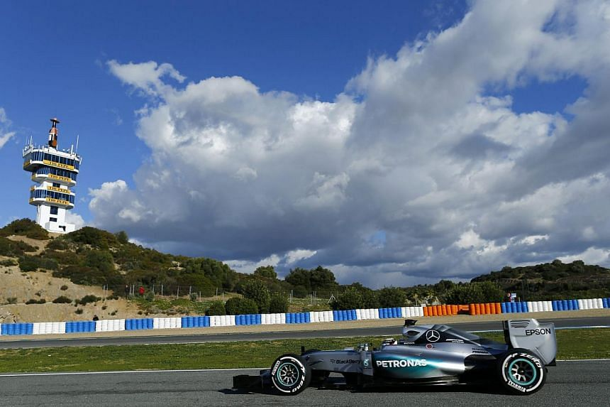 Mercedes Formula One driver Lewis Hamilton of Britain drives his car during pre-season testing at the Jerez racetrack in southern Spain Feb 4, 2015. -- PHOTO: REUTERS