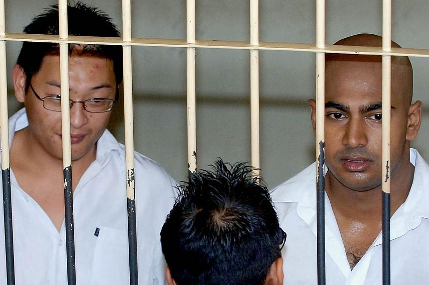 "Australian drug traffickers Andrew Chan (left) and Myuran Sukumaran (right), the ringleaders of the ""Bali Nine"" drug ring, are seen in a holding cell while awaiting court trial in Denpasar, on Bali island on Feb 14, 2006. -- PHOTO: AFP"