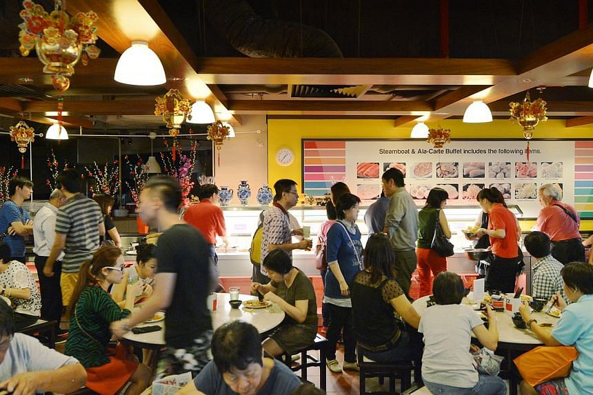 The crowds have returned to Chinese restaurant Hotpot Culture, which was suspended last month after a dead rat was found in a salted vegetable dish. The restaurant held an open house on Friday, giving out free food to customers. -- ST PHOTO: ALPHONSU