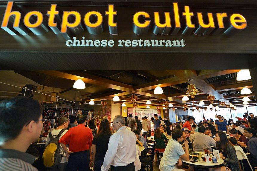 Chinese restaurant Hotpot Culture held an open house on Friday, giving out free food to customers. -- ST PHOTO: ALPHONSUS CHERN